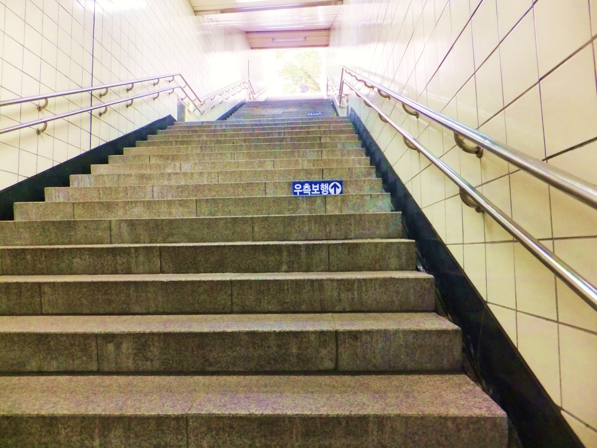 Stairs in Seoul - The Bane of my Existence