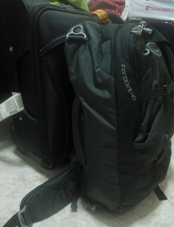 Osprey Farpoint 40 vs a roller cabin sized luggage